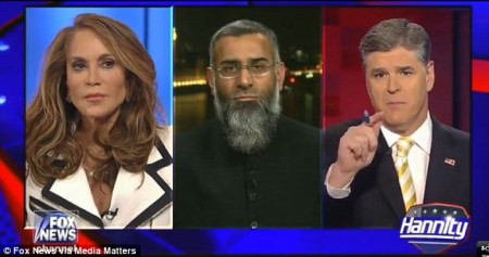 2864834D00000578-0-Pamela_Geller_argued_with_British_based_Anjem_Choudary_during_Fo-a-19_1430975385607