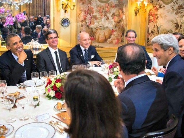Obama-Hollande-Kerry-Rice-French-Restaurant-Jim-Watson-Getty-640x480